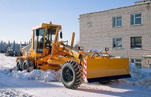 Фото снегоуборочной техники с проблесковым маячком, gorodnews.ru