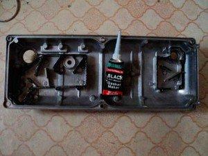На фото - герметик для крышки клапанов, drive2.ru