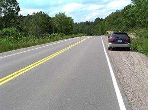 На фото - остановка на автомагистрали, toemigrate.com