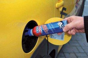 На фото - увеличение мощности двигателя с помощью топливных добавок, rat-auto.ru