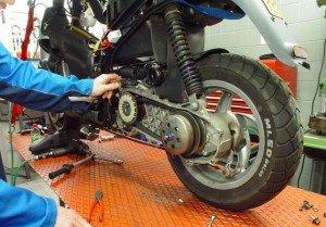 Фото замены трансмиссионного масла на скутере, minsk-scooter.by