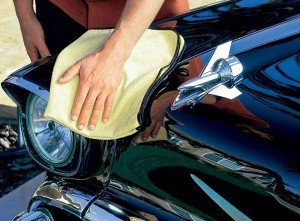 На фото - завершающий этап полировки кузова автомобиля, drive2.ru
