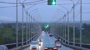 На фото - центральная полоса с реверсивным движением, zebra-tv.ru