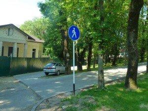Фото машины в зоне знака Пешеходная дорожка, blog.alfline.ru