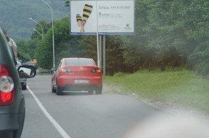 На фото - движение по обочине, shans-auto.ru