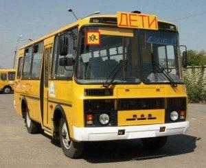 На фото - правильная перевозка детей в автобусе, dosaaf-51.ru