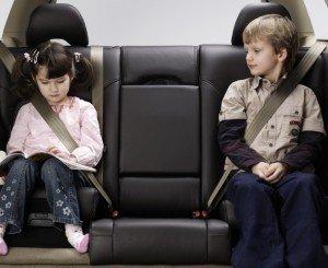 Фото правильной перевозки детей в автомобиле, veselajashkola.ru