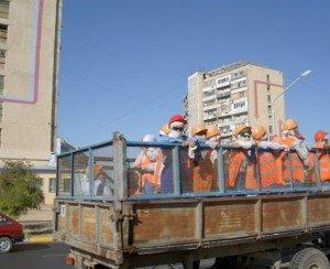 Фото неправильной перевозки людей в грузовом авто, newslab.ru