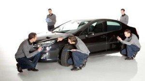 На фото - оценка повреждений автомобиля после ДТП, apex-group.ru