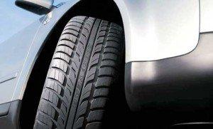 Фото - как проверить давление в шинах, autoshcool.ru