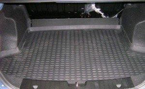 На фото - коврик в багажнике, mobilist.com.ua