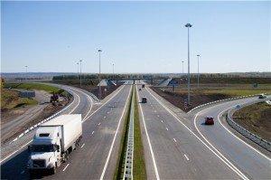 На фото - ширина полосы движения на магистрали, kuzdor.ru