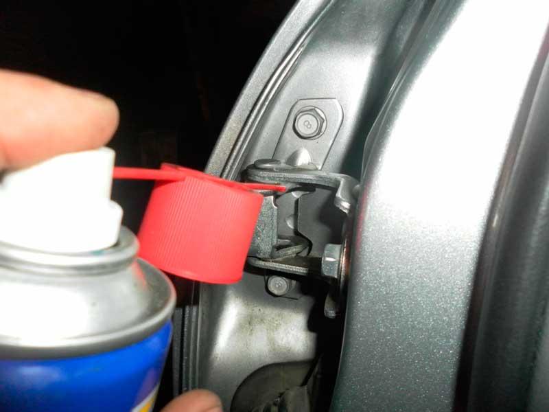 Скрипят двери в машине: чем смазать? Выбор смазки