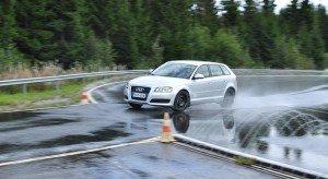На фото - использование автомобильных летних шин, autobild.by