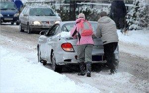 На фото - проблемы с АКБ в зимний сезон, autocentre.ua