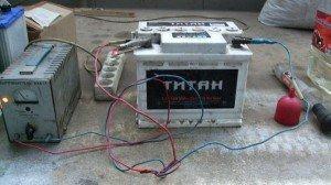 Фото зарядки необслуживаемого автомобильного аккумулятора, avto3.com