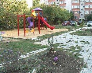 На фото - дворовая территория, anaparegion.ru