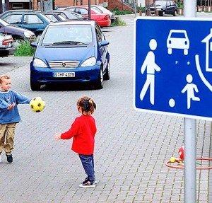Фото движения в жилой зоне, avtoglobal.com