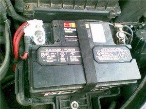 На фото - окисление клемм аккумулятора, gasdetection.ru
