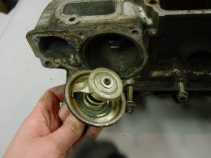 Фото термостата автомобиля, pelicanparts.com