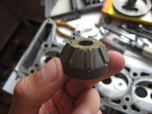 На фото - зенковка для прирезки седел клапанов, drive.net