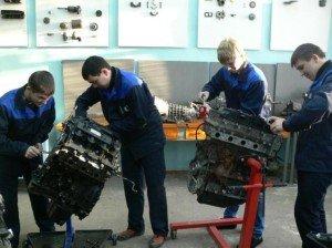 Фото обучения будущих автомехаников, fgosprofobr.ru