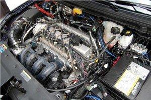 На фото - двигатель автомобиля, 4cylinder-cars.com
