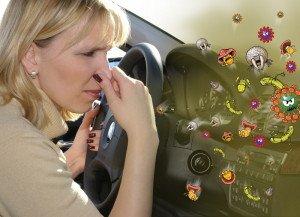 На фото - неприятный запах в салоне автомобиля, medside.ru