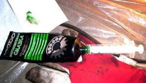 На фото - смазка для подшипников передней ступицы, photo.qip.ru