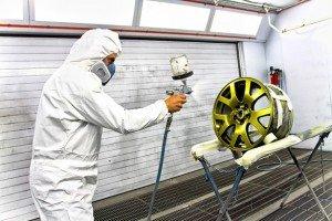 На фото - покраска дисков порошковой краской, pokraskainfo.com