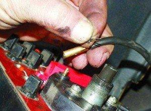 На фото - обрыв гибкого вала спидометра ВАЗ 2109, taz.org.ua
