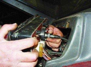 На фото - демонтаж передней панели ВАЗ 2109, tuning-lada-2109.ru
