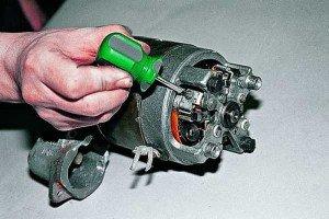 На фото - ремонт стартера ВАЗ 2106, autoprospect.ru