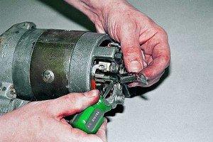 Фото замены щеток стартера ВАЗ 2106, autoprospect.ru