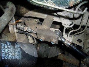 На фото - удаление старой рулевой тяги, golflab.dohc.ru