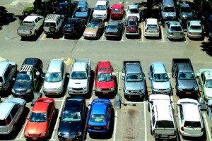 Фото парковки автомобиля в проверенном месте, lifehacker.ru