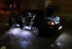 На фото - освещение дверей автомобиля, drive2.ru