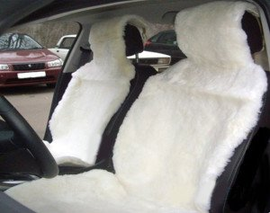 На фото - майки из овчины на сиденья автомобиля, kupi-v-avto.ru