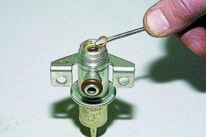 Фото регулятора давления топлива ВАЗ 2114, la-granta.ru