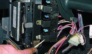 На фото - демонтаж электронного блока управления печки ВАЗ 2115, vaz-2114-lada.ru