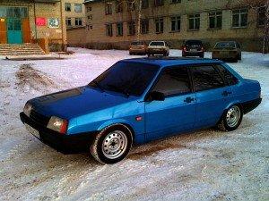 На фото - инжекторная модель автомобиля ВАЗ 21099, carsweek.ru