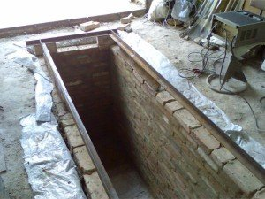 Фото строительства стен смотровой ямы, mrpol.ru