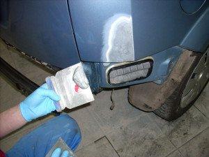 На фото - шпаклевка частей кузова авто, x-kuzov.ru