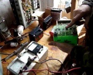 Фото обследования АКБ под нагрузкой, youtube.com