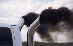 На фото - загрязнение атмосферы выхлопными газами, bellona.ru