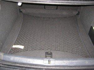 На фото - напольная сетка в багажник, drive2.ru