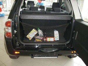 На фото - крепление сетки в багажник, suzuki-club.ru