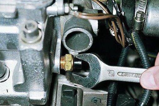 двигатель инжектор таврия не развивает обороты