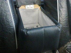 На фото - фиксация самодельного подлокотника авто между сиденьями, лада2111.рф