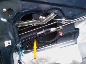 Фото проверки выключателя актуатора водительской двери, getz-club.ru